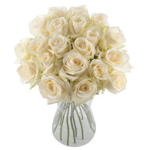 White bunch of roses to delivery in Sweden.