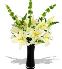 White lilies bouquet for any occasion delivery any town or city in Sweden.