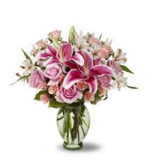 Deluxe flower arrangement for delivering by local florists in Sweden.