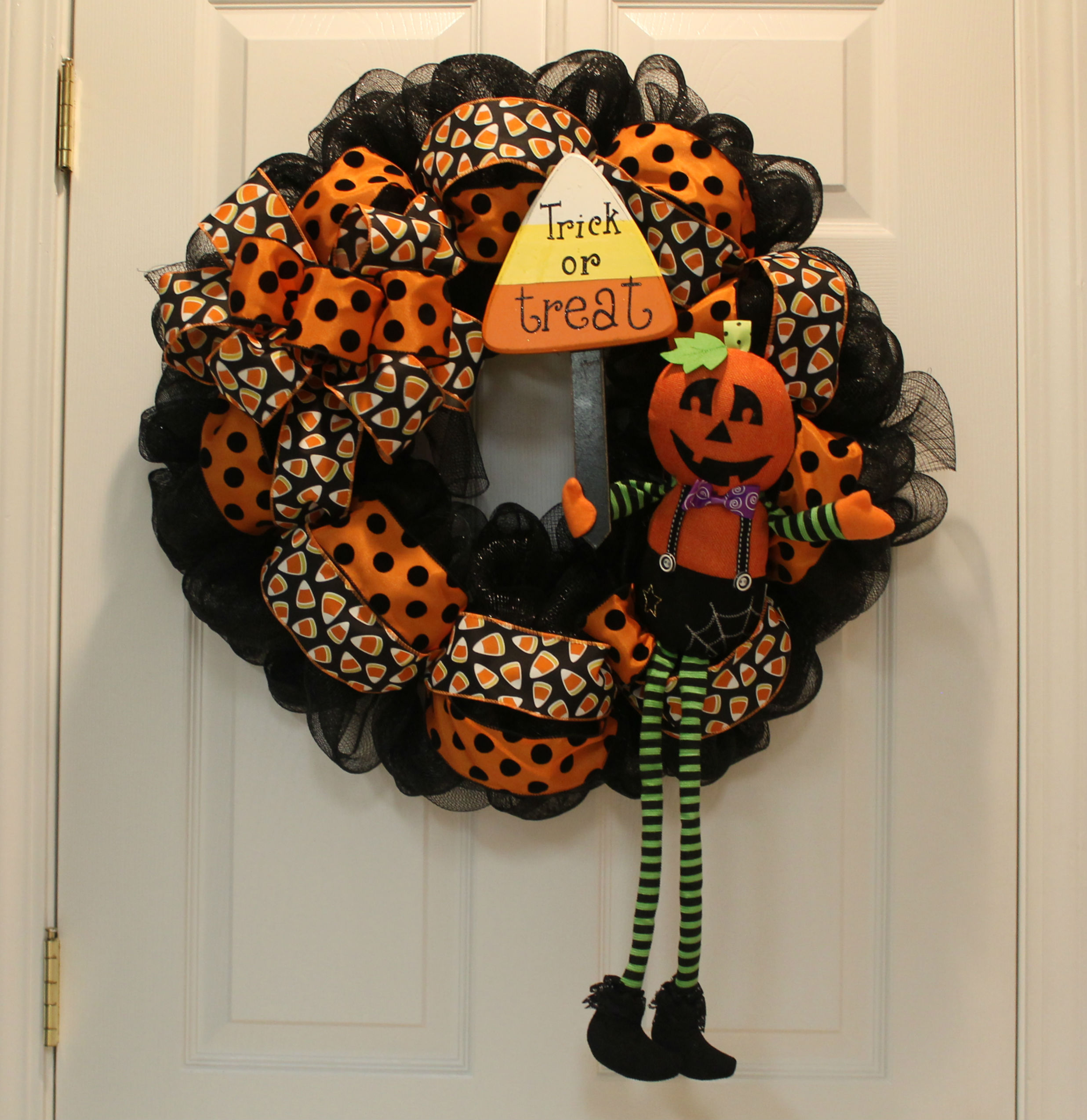 Diy halloween wreath - A Diy Halloween Mesh Wreath That Even The Most Inexperienced Crafter Would Master Give It A Try And Add Halloween Whimsy To Your Door