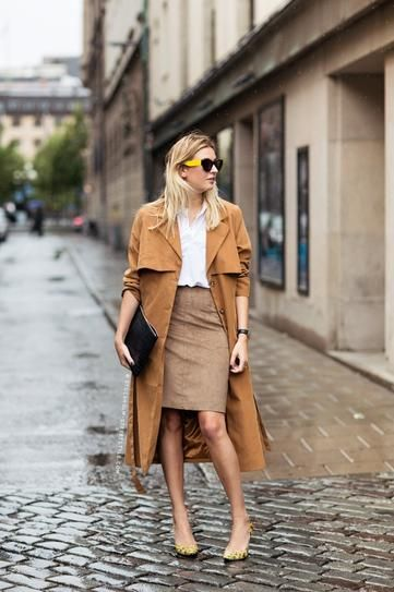 70s style camel skirt outfit idea