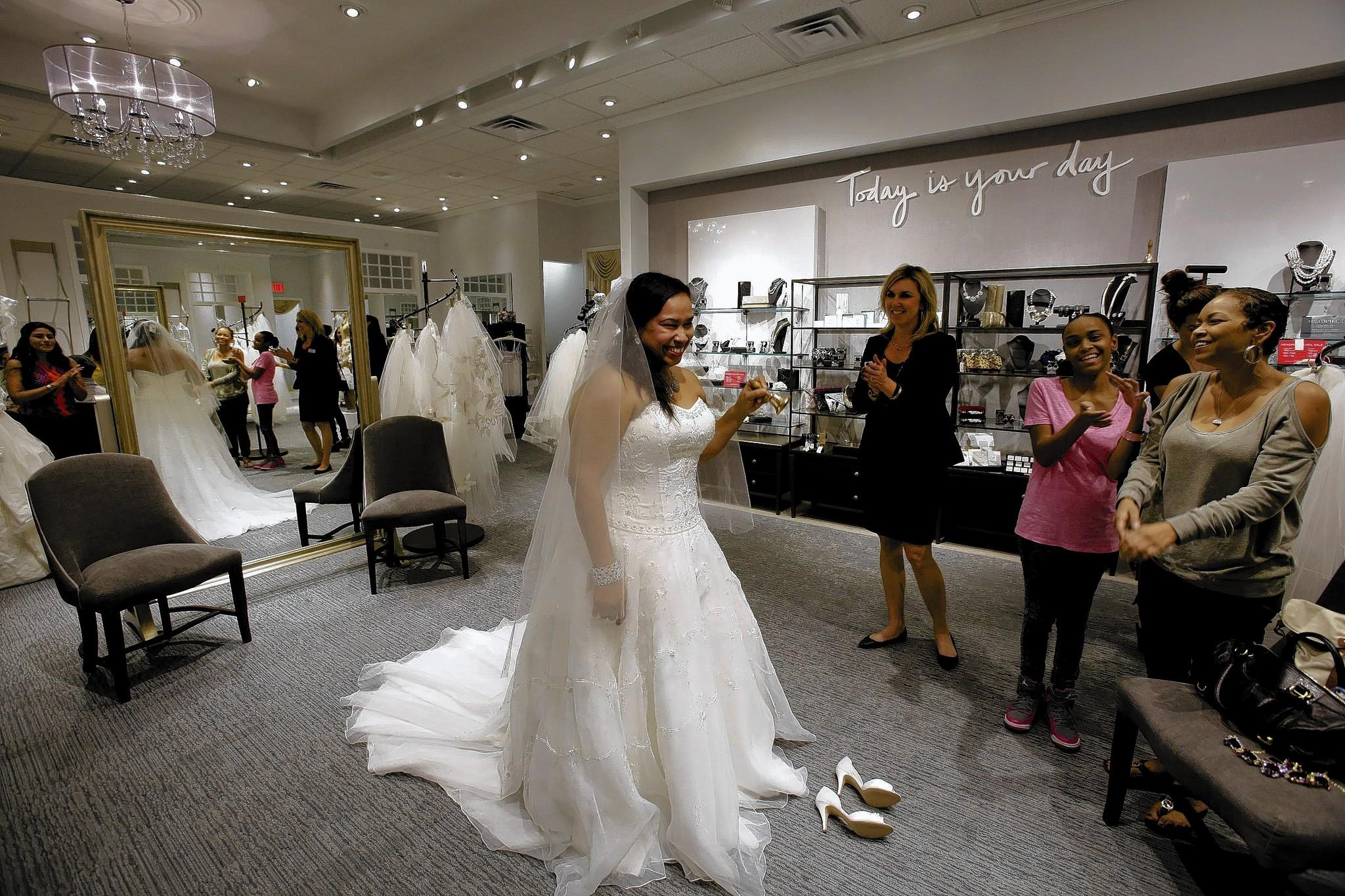 6 Helpful Tips for your Wedding Dress Shopping! - MyWedStyle.com