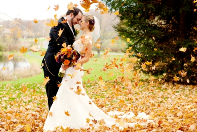 The benefits of having a fall wedding mywedstyle the leaves are turning wonderful golden shades the air is cooling slightly and fall wedding season is in full swing according to the knot october is the junglespirit Choice Image