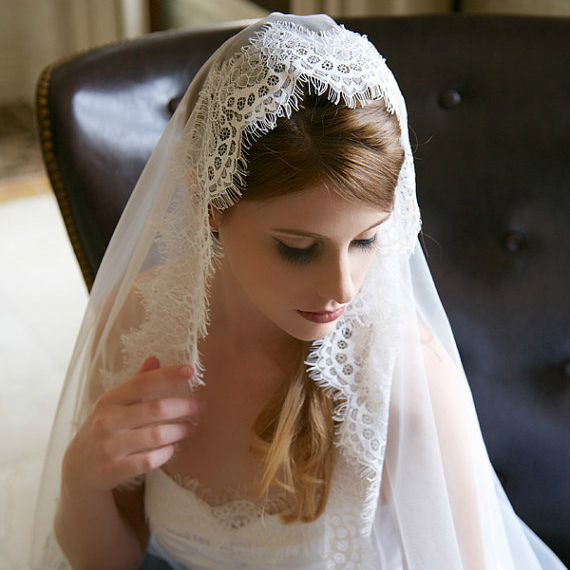 6 new wedding veil styles to swoon over mywedstyle httpmywedstyletraditional wedding veil junglespirit Image collections