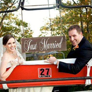 Vintage Just Married Wedding Sign