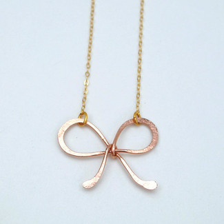 hammered sweet bow necklace