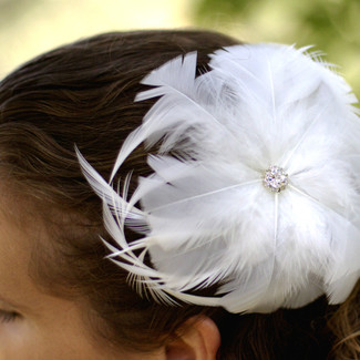 Elegant Feather Headpiece with Rhinestone Center
