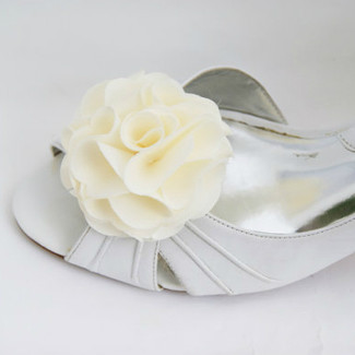 Simple Ivory Shoe Clips Flower in Satin Fabric