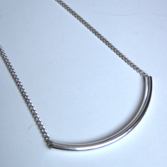 Modern Curve Bar Swing Necklace