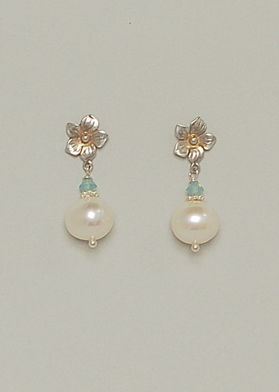 Laurel Earrings- Pearl