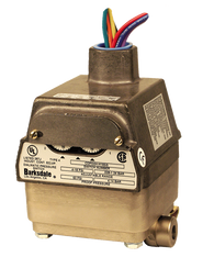 Barksdale Series CDPD2H Calibrated Differential Pressure Switch, 0.098 Bar Decr, 0.098 Bar Decr Factory Preset, Housed, Dual Setpoint, 0.03 to 3 PSI, CDPD2H-A3SS-S0018