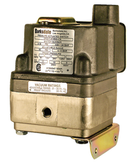 Barksdale Series DPD1T Diaphragm Differential Pressure Switch, Housed, Single Setpoint, 0.5 to 80 PSI, DPD1T-J80SS