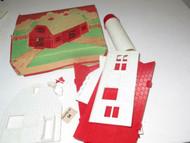 VINTAGE PLASTICVILLE 0/027 BARN KIT- BN-1- RED/WHITE COMPLETE- BOXED- EXC.- S17