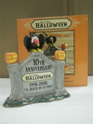 DEPARTMENT 56- 805026 HALLOWEEN ANNIVERSARY SIGN- RETIRED -NEW- L131