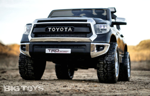 Tundra front view grill black