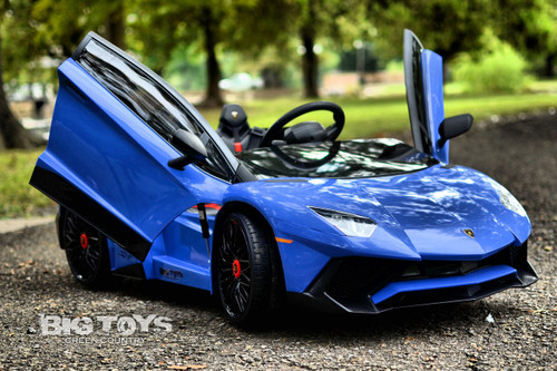 Big Toys blue Lamborghini RC radio controlled kids Ride On super car with vertical doors