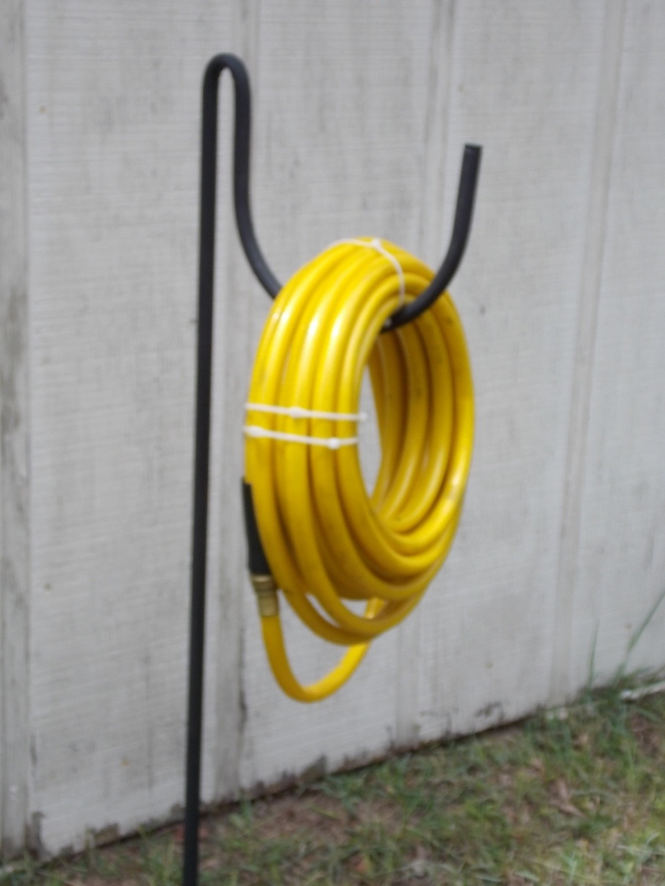 Attirant Garden Hose Holder Galvanized Tube Wonu0027t Rust Holds 200u0027 ...
