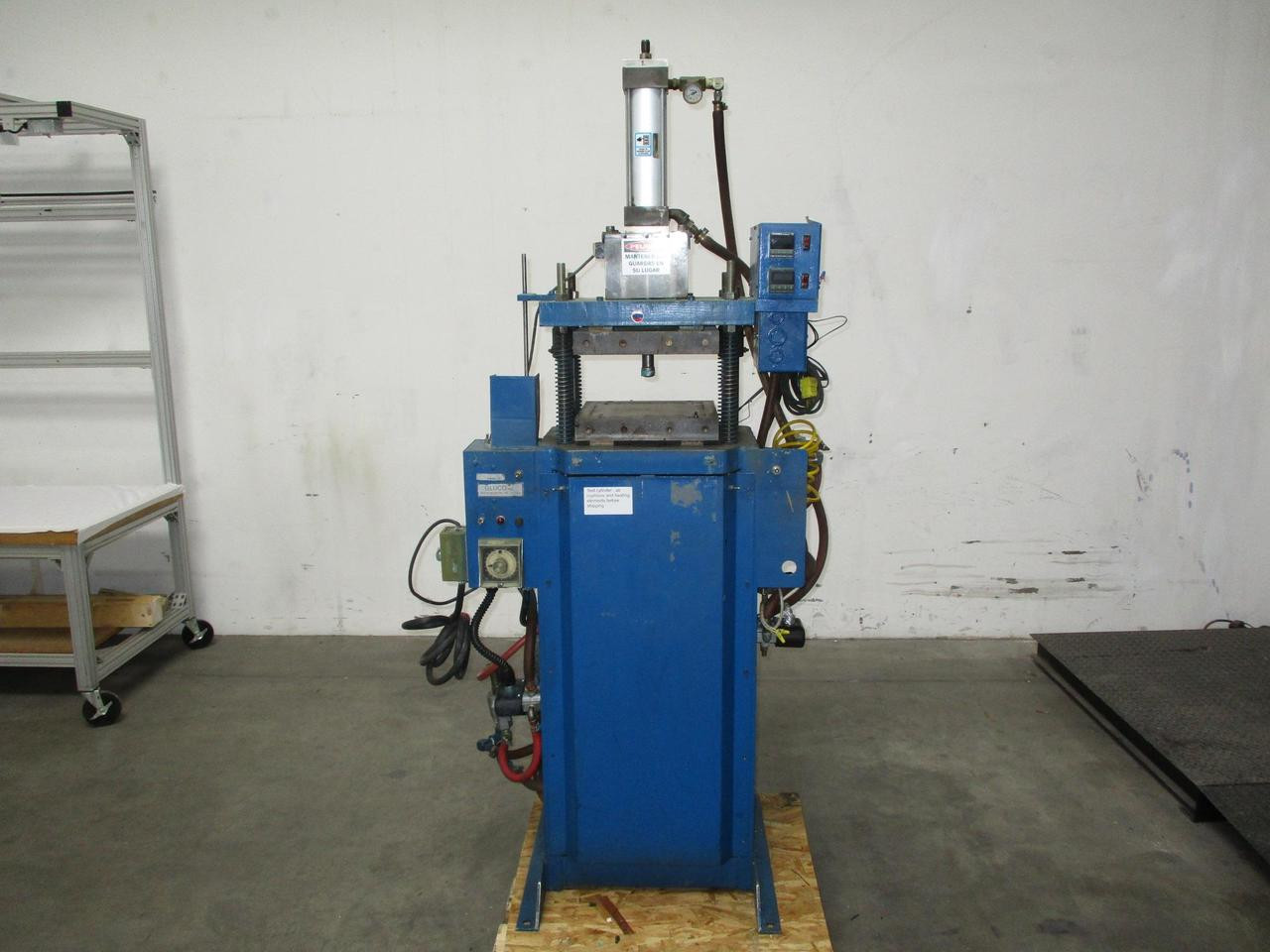Gluco Series E Compression Injection Molding Machine 120 VAC T123726