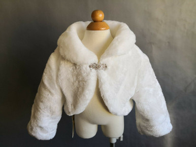 This is beautiful, soft and luxurious faux fur cape with comfortable 3/4 sleeve. It will keep your princess comfort and warm on her special day! A great addition for any special occasion, communion, confirmation, flower girls, pageants, formal wear & so much more.  It is available in size from 6 to 12