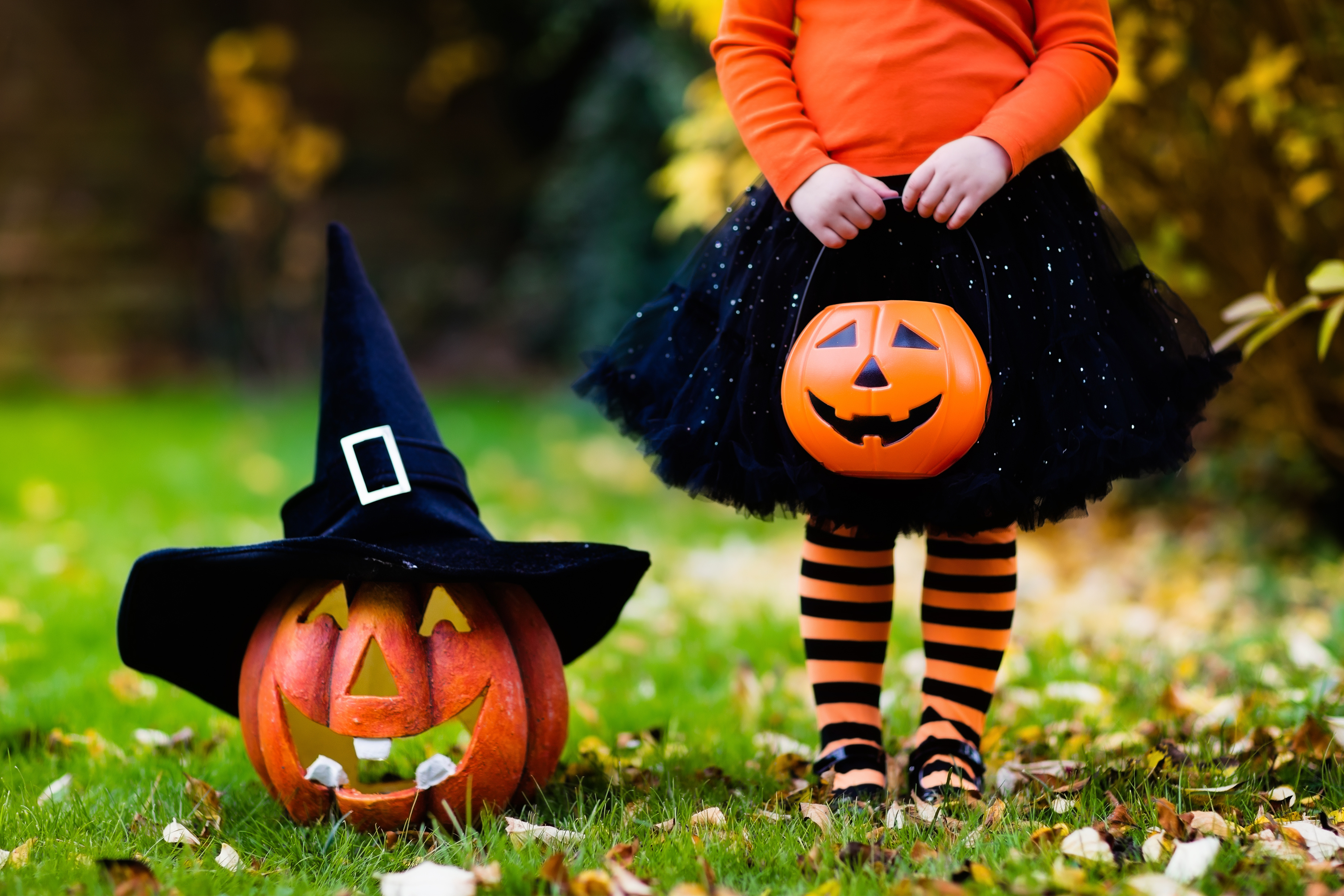 How to Plan the Perfect Halloween Party - FoldingChairsandTables.com