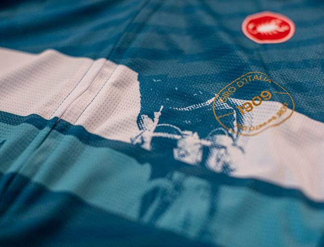 2020 Giro D' Italia Competizione Cima Deep Ocean Jersey Close Up