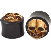 "Evil Grinning Carved Skull Horn Ear Plugs (2g-1"")"