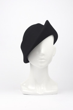 Black wool felt sculpted swirl beret by Max Alexander