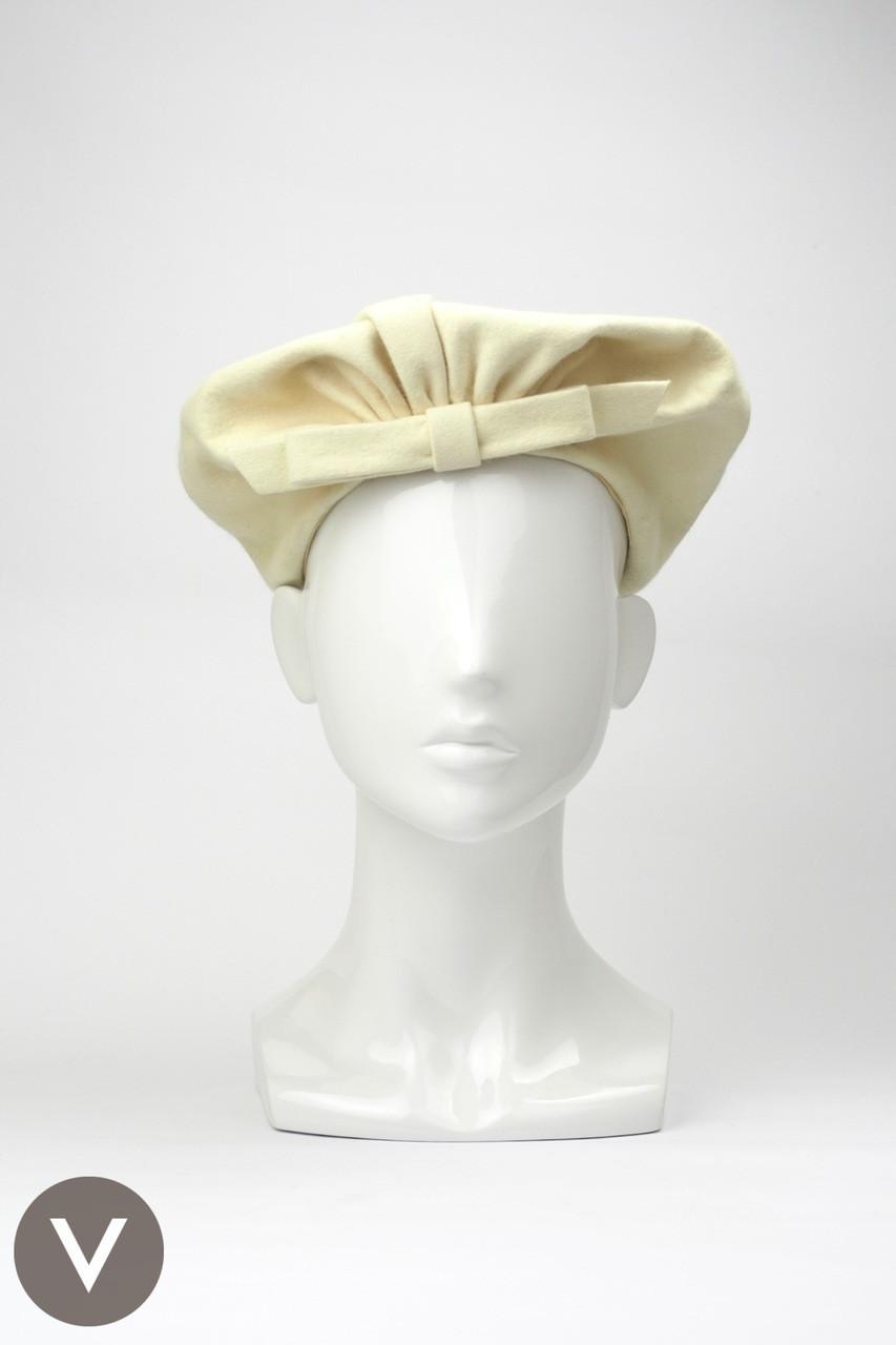 4cbde7f0700 Vintage 1940s Schiaparelli cream fur-felt beret. Price   157.41. Image 1