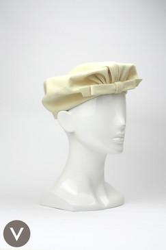 Vintage 1940s Schiaparelli cream fur-felt beret