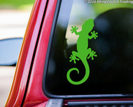 Lime green custom vinyl decal of a gecko. By Minglewood Trading. Applied to the rear window of a pickup truck.