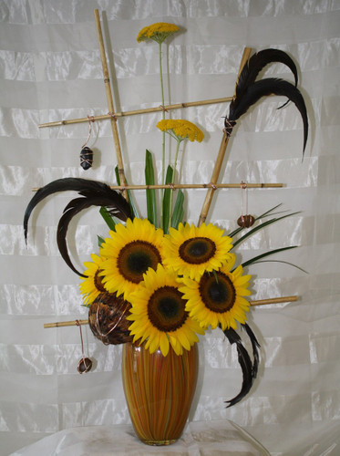 Bellini Sunflower Bouquet - A unique and exclusive flower bouquet by Enchanted Florist Pasadena TX - Unique flowers delivered daily to Clear Lake, Houston Texas and surrounding areas . Best flower shop serving Clear Lake TX.  RM133