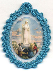 Crocheted relic badge of Our Lady of Fatima