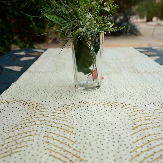 beige-table-runner-golden-dust