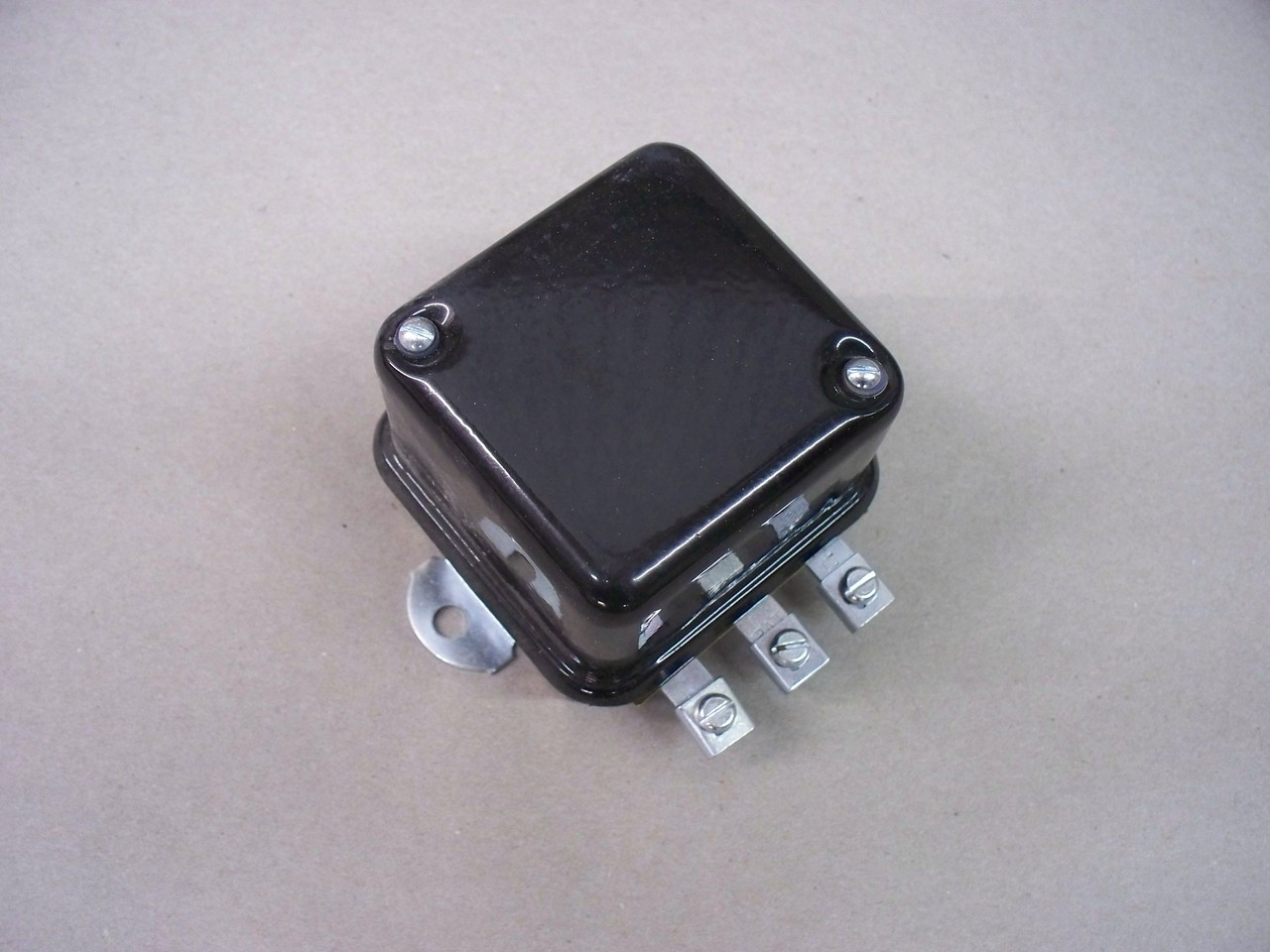 Cub Cadet Aftermarket voltage regulator IH-545130-R92 122 123 149 169