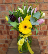 A perfect gift for Mother's Day! A colourful glass vase, including a seasonal mix of tulips, gerbera, anemone, freesia and greenbell. Finished with a ribbon flourish!