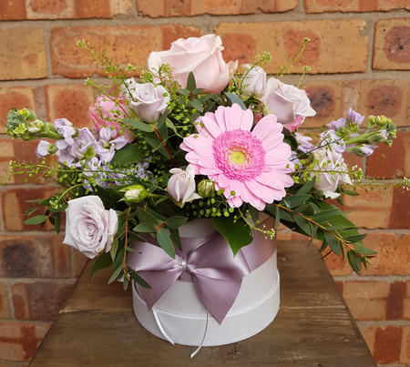 New for 2019. our 'Chelsea' Hatbox is is a soft, feminine colour-scheme of pinks and lilacs, presented in the sweetest hatbox style packaging. Containing roses, spray roses, tulips and gerbera. We expect this to be a new favourite!
