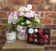 A lovely local product Selection - a Chelsea Flowers Wilmslow 'Chelsea' Hatbox, a fabulous Cheshire Home Fragrance Candle and a selection of 12 chocolates hand made by The Magnificent Chocolate Company! A trio of Cheshire products selected specially for that Cheshire Lady in your life!