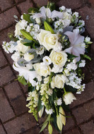 A classic single-ended sympathy tribute , in white and green colourway. Size shown is 1.5ft in length. If you would like a different size, please do not hesitate to contact our friendly team for further information.