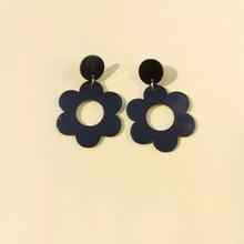 BLACK FLOWER EARINGS