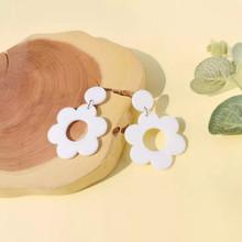 WHITE FLOWER EARINGS