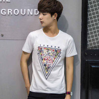 White triangle art text print short sleeve t-shirt 01