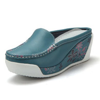Blue floral sketch leather slip on platform sandal 01