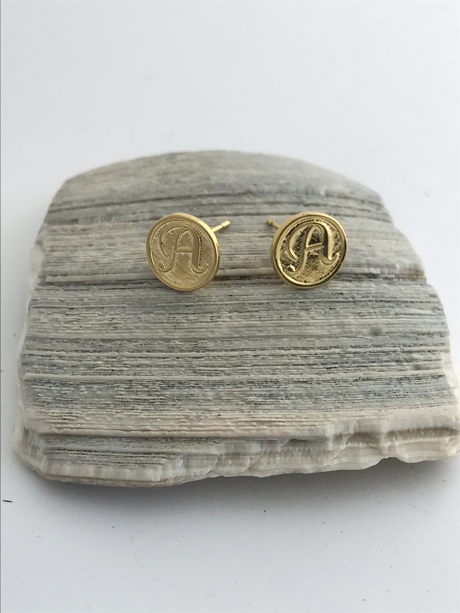 img zoelev gold stud com initial earrings