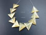 18mm Amber Horn Triangular Beads 10pcs. [z2085]