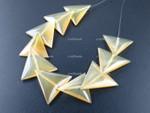 20mm Amber Horn Triangular Beads 10pcs. [z2086]