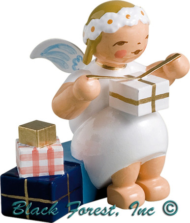 634-70-9 Wendt and Kuhn Marguerite Angel Sitting with Gifts