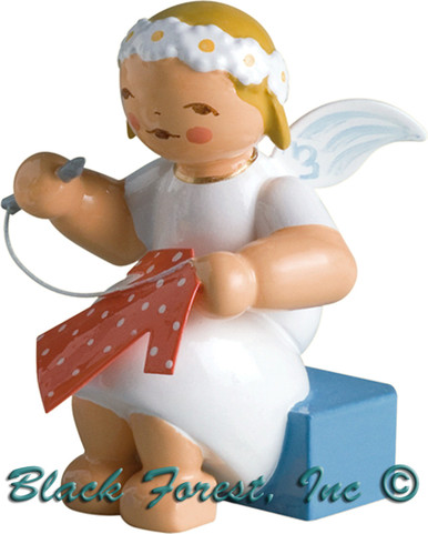 634-70-11 Wendt and Kuhn Marguerite Angel Sitting with Needle and Thread