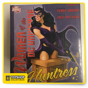 The popular women of the DC universe line of cold cast porcelain busts continue with the huntress. As a bird of prey and uneasy ally of batman, the Huntress is a nocturnal mistress of vengeance. Perched atop a Gotham city shipyard crate, her crossbow drawn, this crime fighter is prepared for whatever trouble lurks in the shadows of night. Collect all the DCU series 2 busts designed by Terry Dodson in 2008. Huntress joins wonder woman, star fire, cheetah, bat woman, wonder girl, cat woman and more.