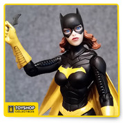 Based on the designs from the best-selling artist of Batman, Greg Capullo Action, comes this 6 1/2-inch tall DC Comics Designer Series Batgirl by Greg Capullo Action Figure! Batgirl has multiple points of articulation  comes in a window box.