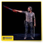 Former sheriff, Rick Grimes is The Vigilante of the Atlanta survivors who are desperate in their search for a safe haven. Rick can no longer resist his destined leadership role and decides to do whatever it takes to keep his family and friends alive. Rick Grimes Vigilante Edition Deluxe stands 10 inches tall with blood splatters and extreme details.